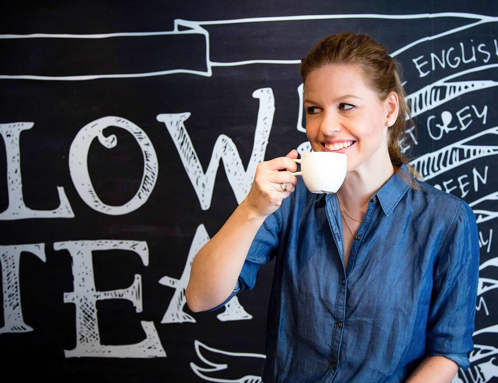 Hannelore drinkt koffie